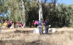 Los voluntarios participantes en el proyecto Libera recogen unos cien kilos de basura en el entorno natural de Belén