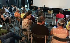 El público pedaleó para ver cine en el Teatro de Zafra