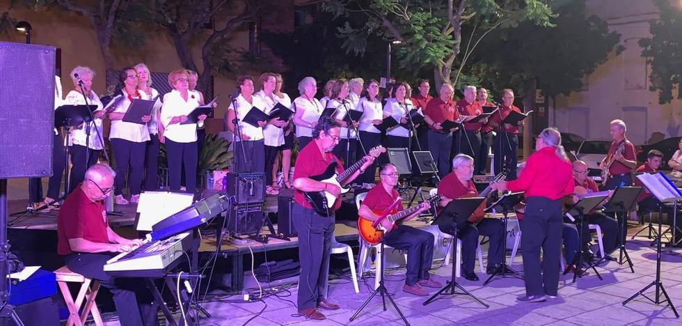 Las Plazas en Movimiento comienzan en la del Alcalde José González Barreno con 'Voces con Solera'
