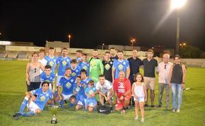 El XLIII Trofeo Ciudad de Zafra se quedó en casa tras ganar el Zafra Atlético a una combativa Estrella