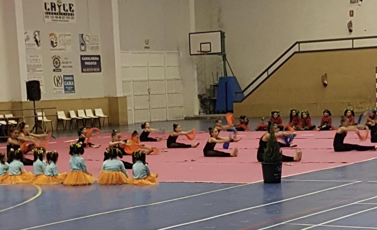 Exhibición del equipo de gimnasia rítmica de niñas de Zalamea y Quintana