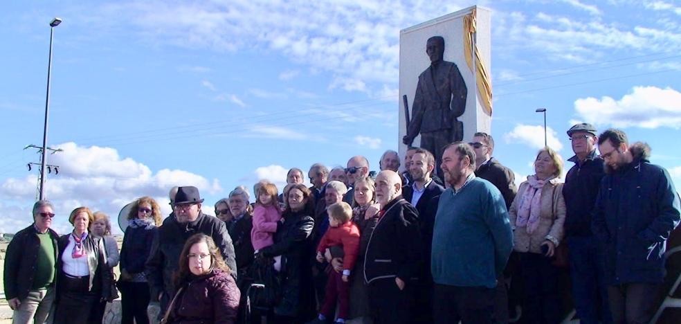 La localidad rindió homenaje póstumo al eterno Miguel Nieto