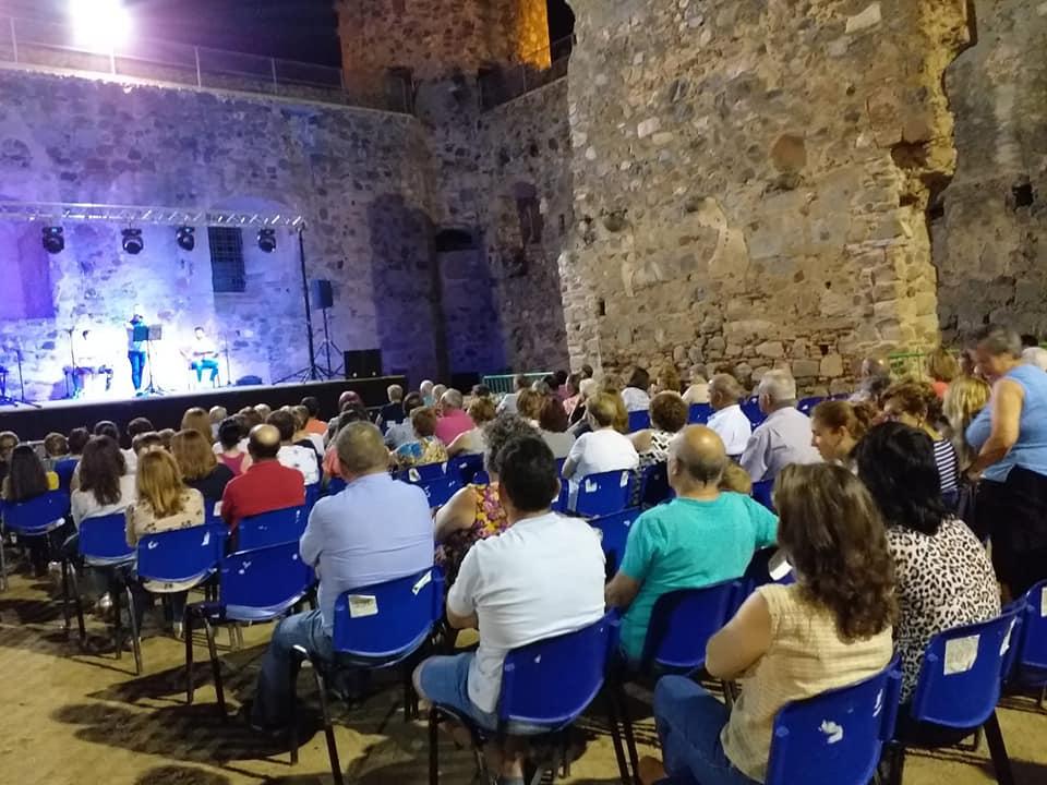 Las noches en el castillo traen esta noche las mejores versiones de los 80 y 90 con 'Suroeste Cover Band'