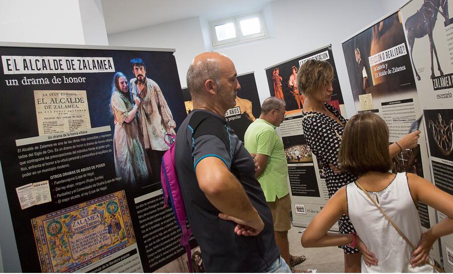 La asociación Distylo organizó una exposición sobre la historia del teatro en Zalamea