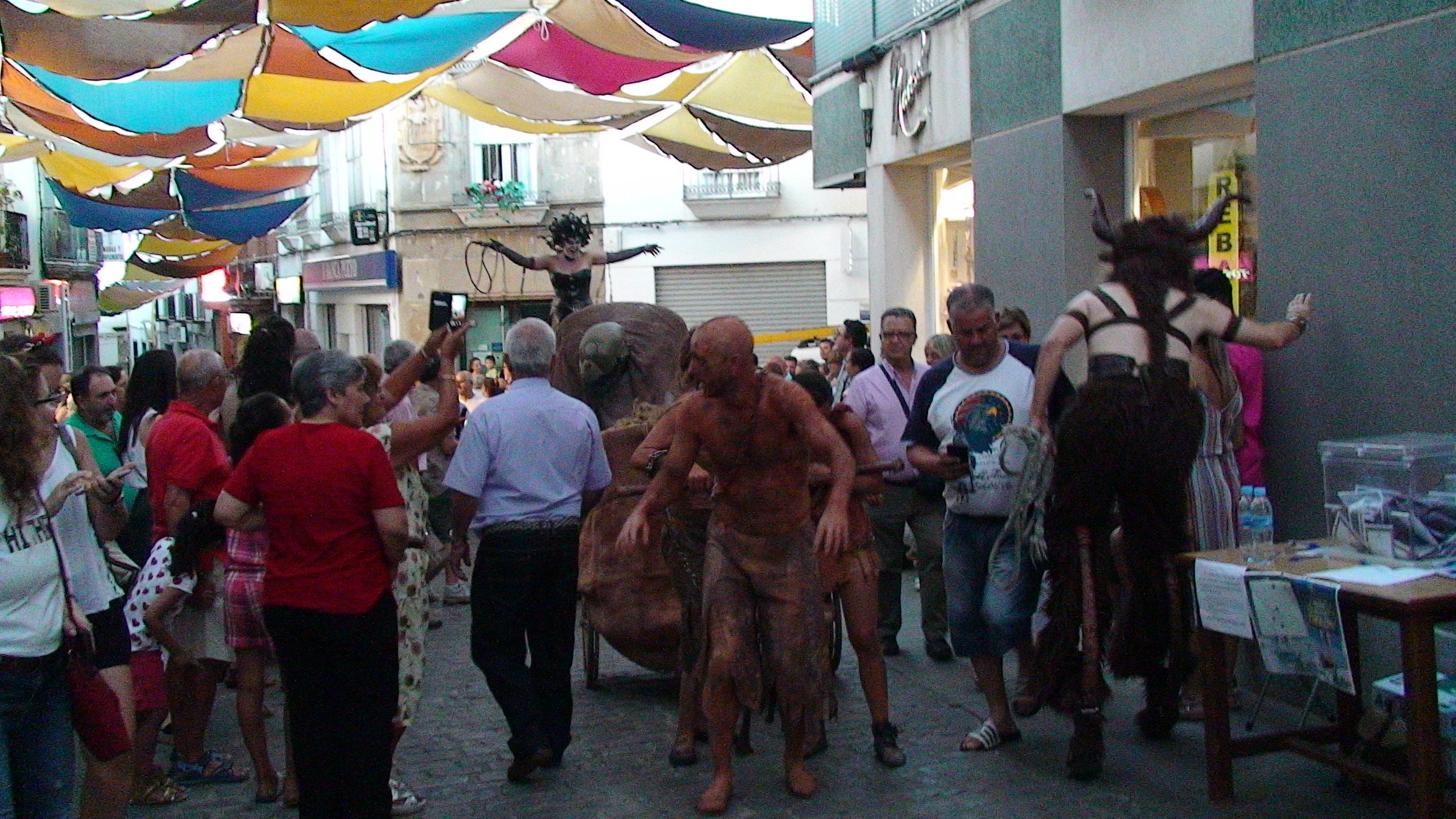 El espectáculo teatral 'Tártaros' dejó boquiabierto a los ilipenses con monstruos y dioses
