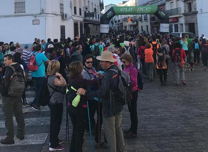 Paisaje, patrimonio y teatro conquistan a más de cuatrocientas personas en la VI Ruta de los Tartesos
