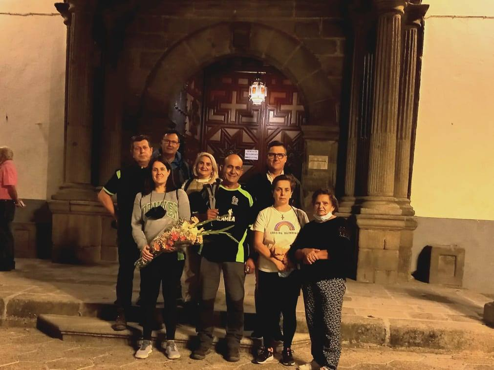 Miembros del club senderista Arsa Zalamea peregrinan hasta el Cristo