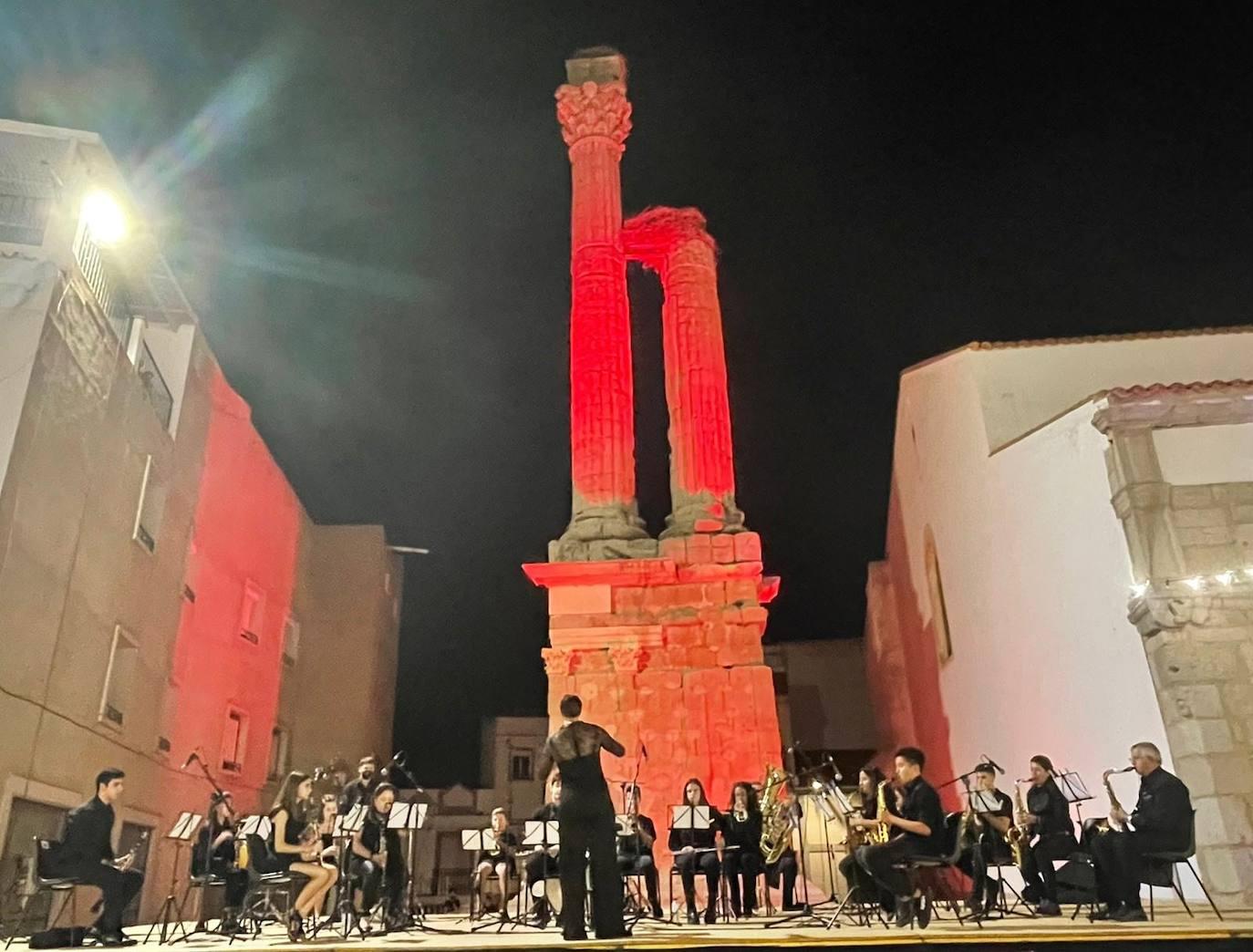 Zalamea de la Serena pone fin a su feria con la entrega de premios y el concierto de la Banda de Música