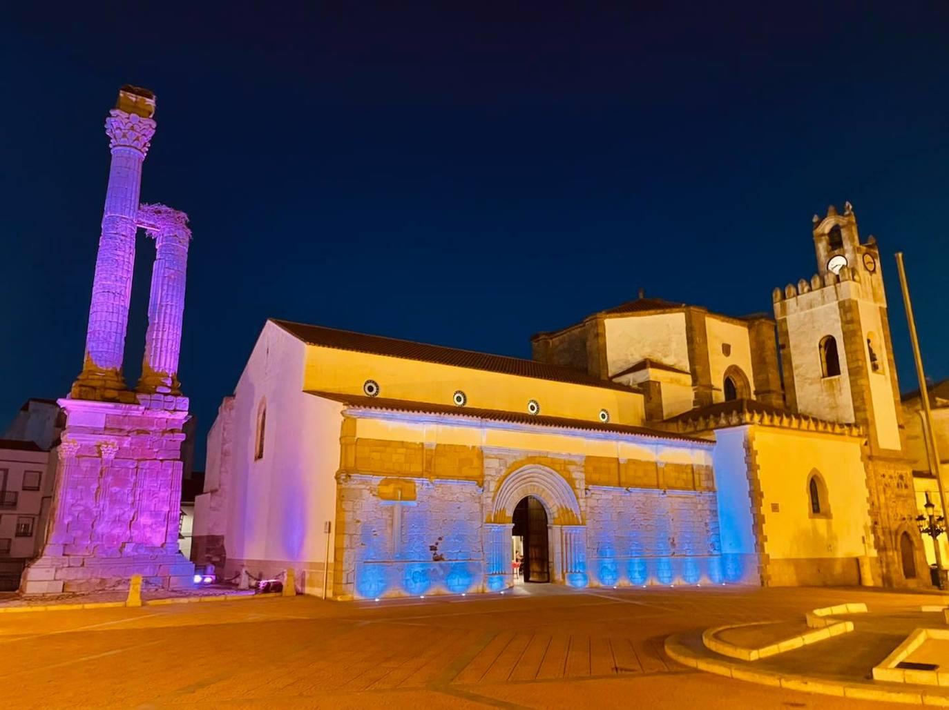 Zalamea se ilumina de rosa para conmemorar el Día Internacional contra el Cáncer de Mama