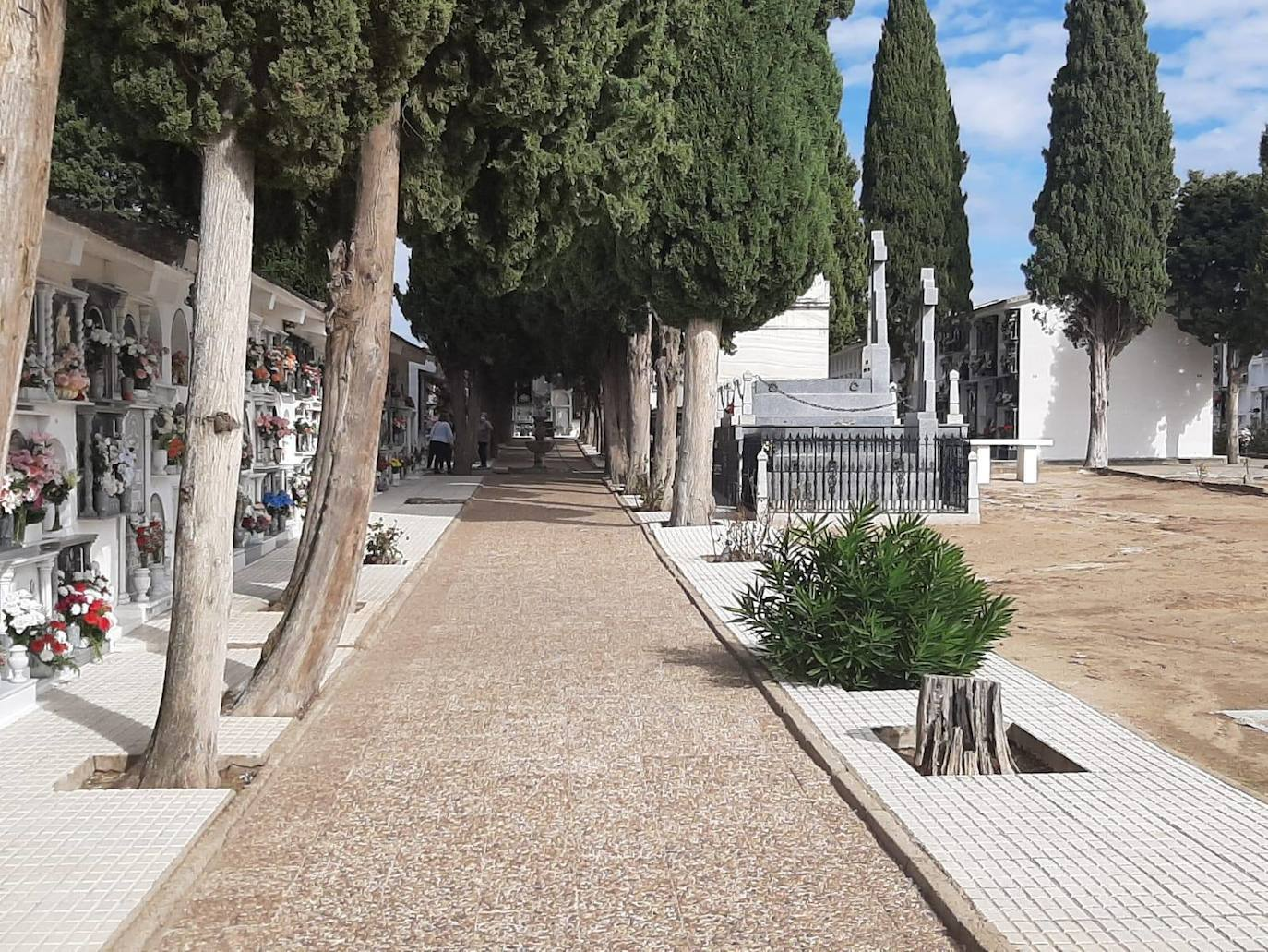 El Cementerio Municipal tendrá un horario especial durante el puente de Todos los Santos